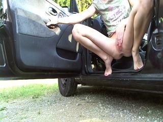 Geile Pissfontäne aus dem Auto